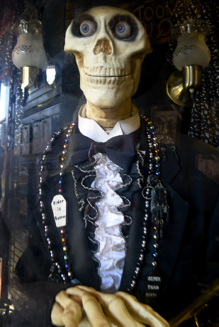 Skeleton fortune machine