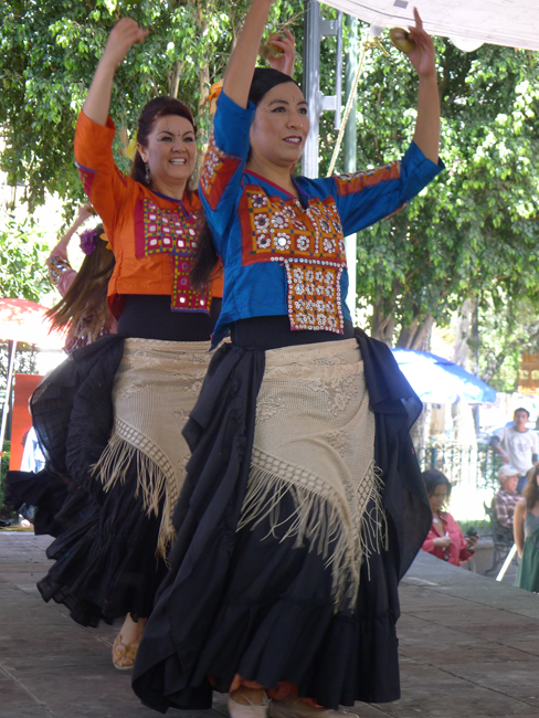 Market dancers