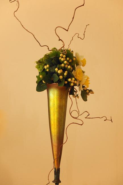Art Nouveau arrangement at Upperville Daffodil show