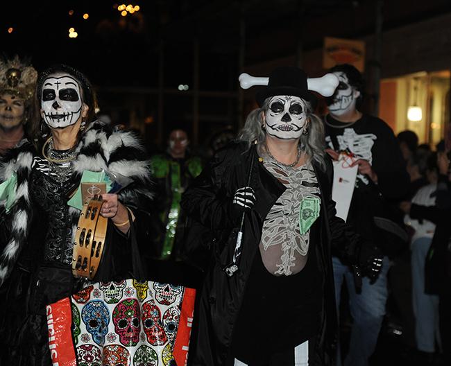 Parade Krewe du Veiux painted faces