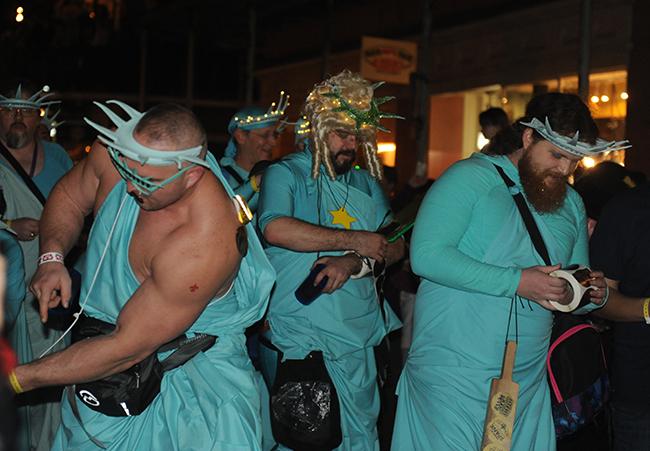 Parade Krewe du Veiux The spanx