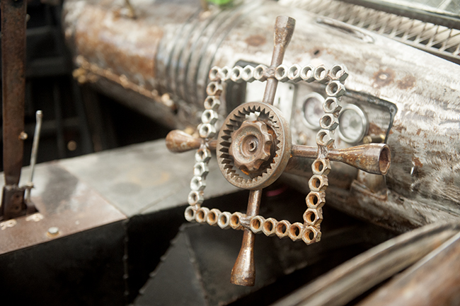 Rat rod with steering wheel of nuts and gears