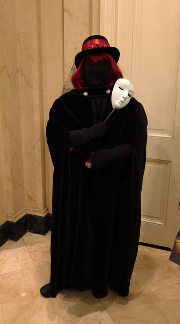 Kelly Clarke masked