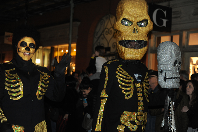 Parade Krewe du Veiux skeletons