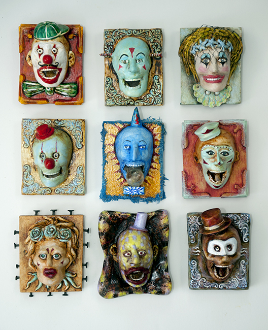 Assemblage mini clowns