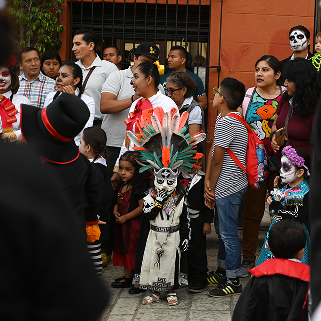 Day of the Dead children in costume