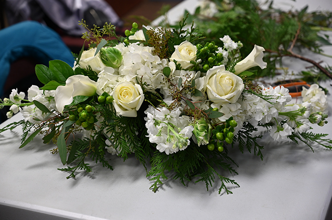 Holiday centerpiece arrangement workshop